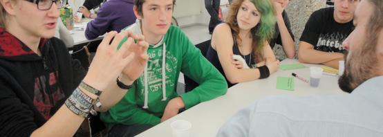 SchülerInnen der HTL Braunau im Dialog mit DI Florian Hindinger