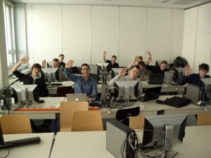 Teilnehmer beim Arbeiten an den Projekten an der TU Wien.
