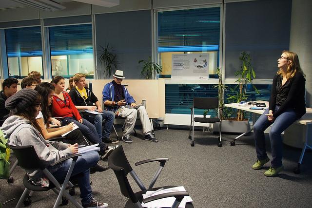 SchülerInnen im Dialog mit DI(FH) Angelika Dohr