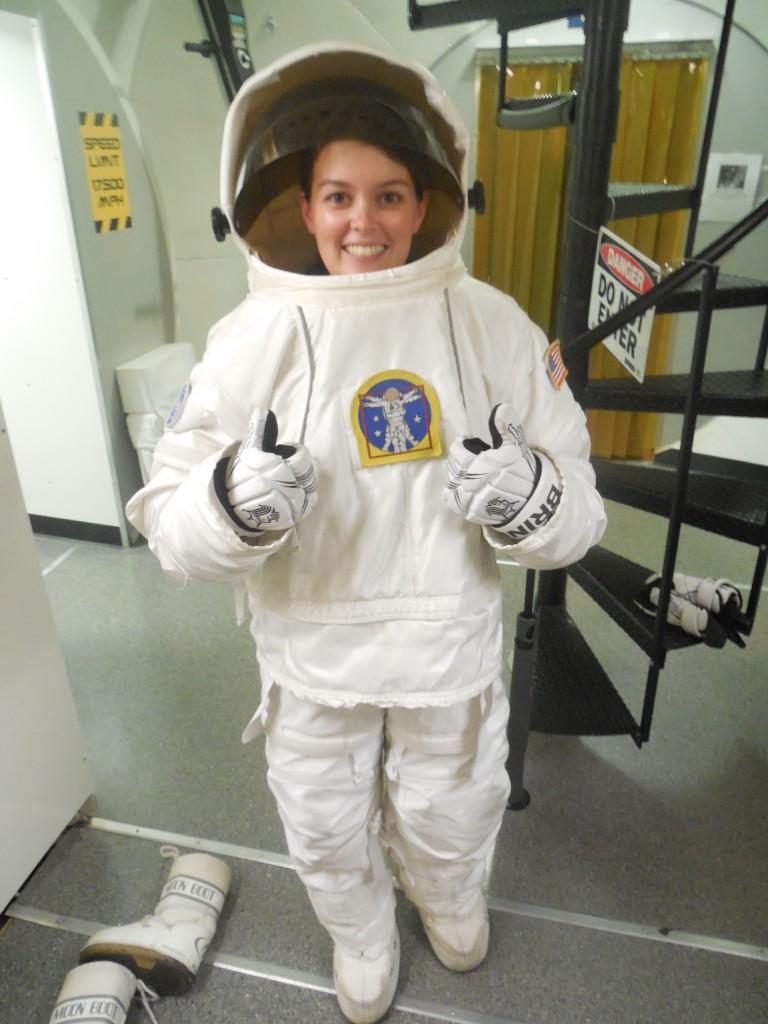 Begleitlehrkraft für 2019 gesucht: Hier eine Lehrkraft im Astronautenanzug.