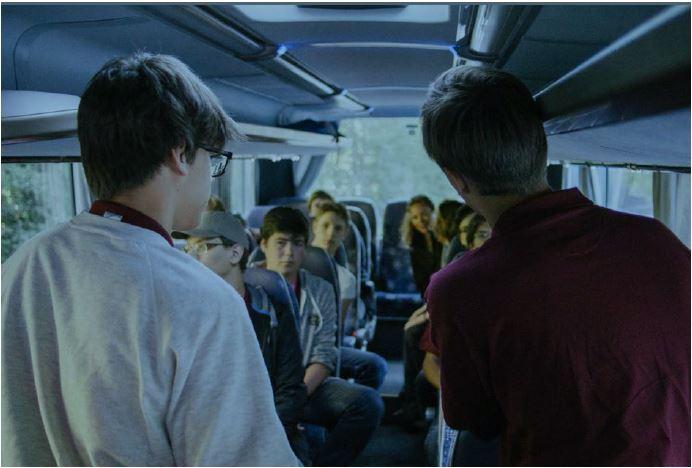 Präsentation der Jugendlichen im Bus