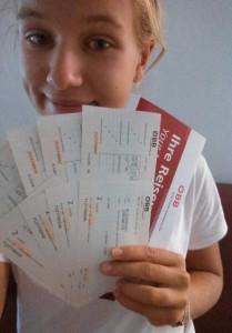 Helena Grabner mit ihren ÖBB Tickets zum JRP AMADEE15