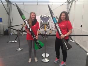 Jana und Barbara - zwei fti-Scoutinnen am Wiener Forschungsfest beim Stand des SpaceTeams der TU Wien