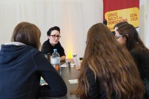 Miriam Unterlass: Chemie unter extremen Bedingungen