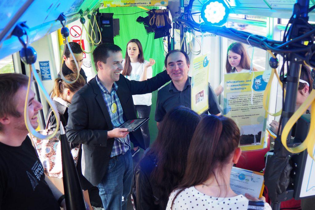 Rainer Planing und Martin Kampel im Gespräch mit den SchülerInnen