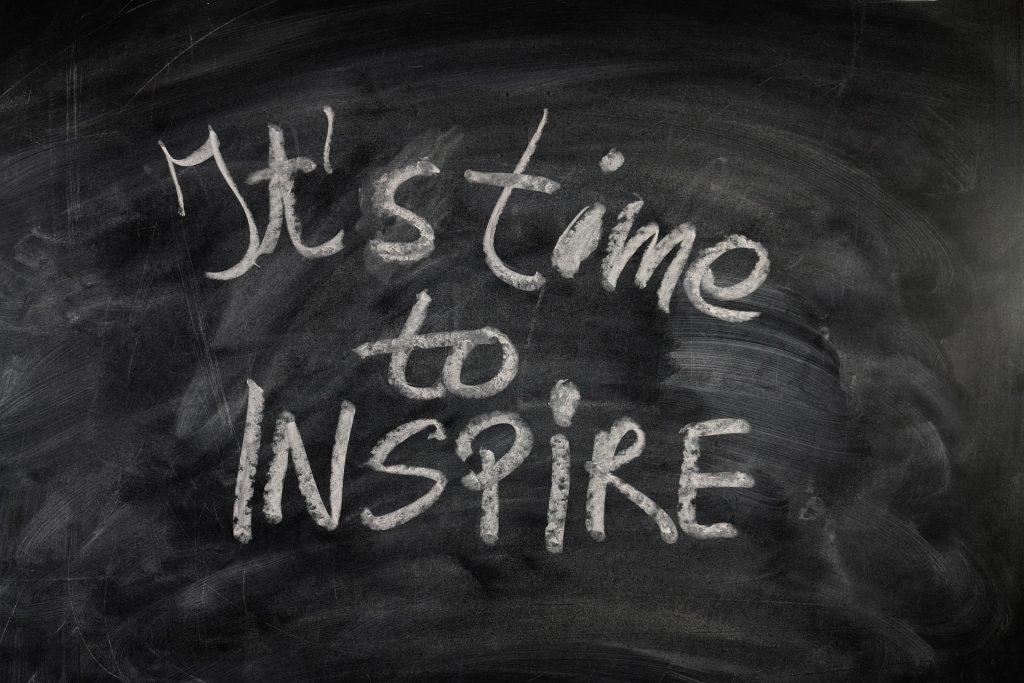 Schultafel mit der Aufschrift Its time to inspire