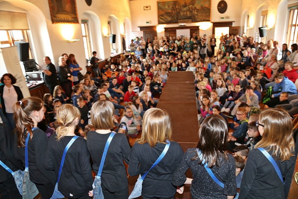 kids4wearables Forschungsfestival 2019 mit allen teilgenommenen SchülerInnen, Fotorechte: IAT, Birgit Hofstätter