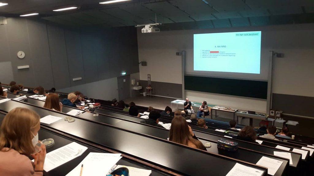 Kick off Termin: teilnehmende Schüler_innen an der Hochschule