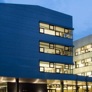 FH St. Pölten - Gebäude bei Nacht_klein